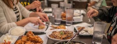 Para no engordar es mejor no comer fuera de casa. Y si hay que hacerlo, es mejor en sitios de comida rápida