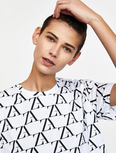 Presumiendo de Zara: la marca saca una colección cápsula con su logo como protagonista