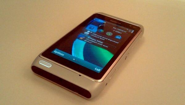 Foto de Nokia N8 plata (1/5)