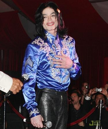 ¡¡Horror!! Michael Jackson quiere lanzar una línea de ropa