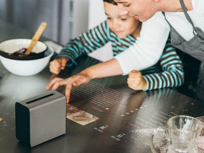 Xperia Touch, el proyector de Sony que te hará sentir como la prota de una película de ciencia ficción