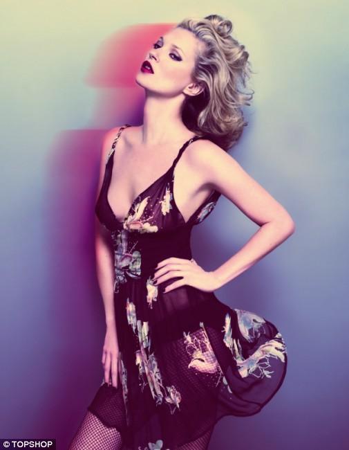 Foto de Kate Moss en la campaña Primavera-Verano 2009 de Topshop (3/7)