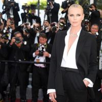 Faltaba ella, la inigualable Charlize Theron en el Festival de Cannes 2016