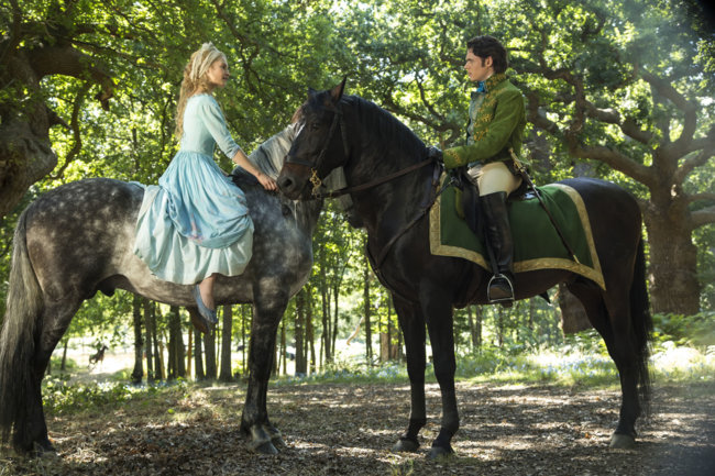Lily James y Richard Madden en 'Cenicienta'