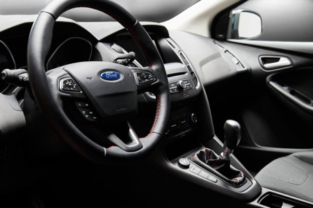 Ford Focus Black Red Edition 2016 01