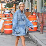 Hailey Baldwin y su manual de estilo para un perfecto look de domingo