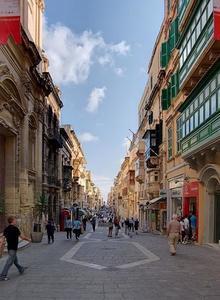 El animado mercadillo de Merchants Street en La Valeta, Malta