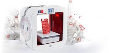 EKOCYCLE Cube: una impresora 3D que usa como material de impresión las botellas de plástico usadas