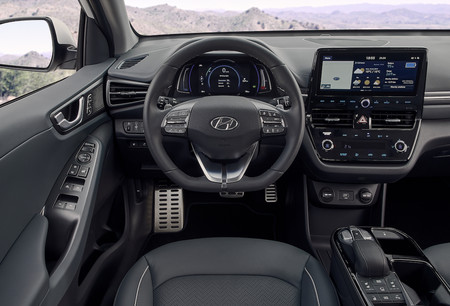 New Hyundai Ioniq Electric Interior 3