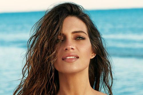 Sara Carbonero vuelve a revolucionar Instagram con un bikini de terciopelo que tú puedes copiar