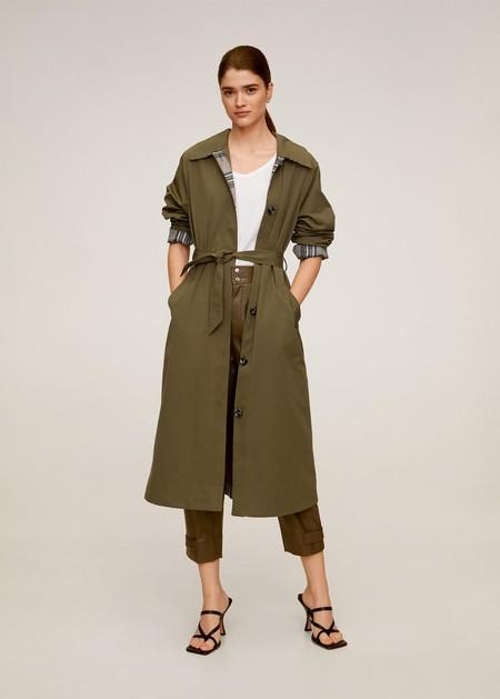 https://shop.mango.com/es/mujer/abrigos-parkas/trench-largo-botones_67073679.html