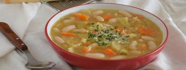 Sopa cremosa de alubias con verduras y parmesano: receta de cuchara a la italiana