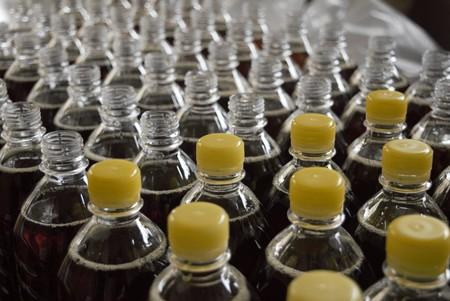 Esta enzima creada en un laboratorio promete mejorar y acelerar el proceso de reciclaje de plásticos PET