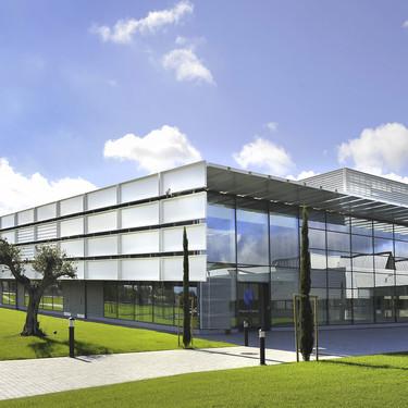 Los laboratorios dermocosméticos de Avène (Pierre Fabre) y la firma Cocunat comienzan la fabricación de gel desinfectante
