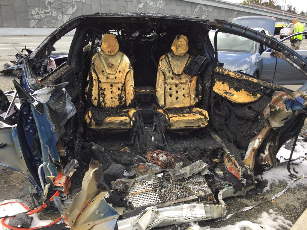 Tesla Model X Accidente Fatal 5