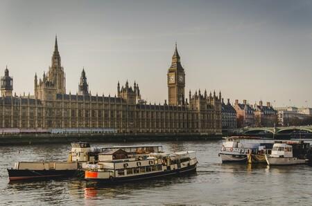 Reino Unido se convierte en el primer país del mundo en autorizar la vacuna contra el coronavirus de Pfizer y quiere empezar a vacunar la semana que viene