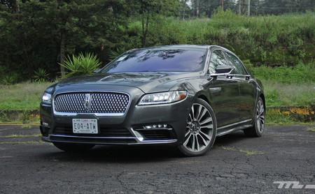 Lincoln Continental a prueba: Un sedán de lujo para volver al futuro