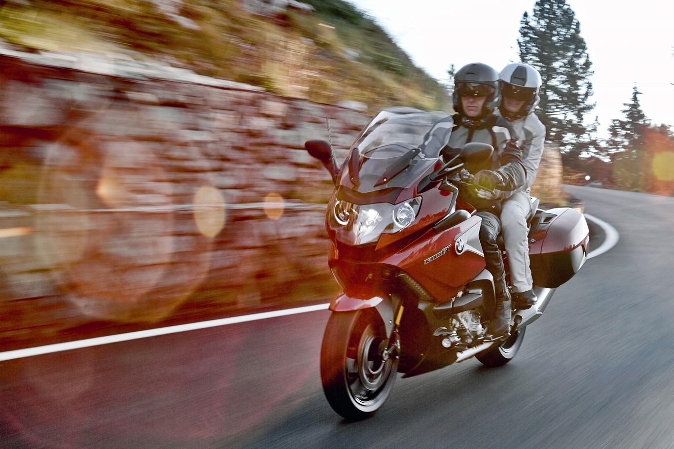 a0f4134c8de Conducir en moto con pasajero: Ocho consejos para una ruta a dúo perfecta