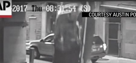 Esta mujer cayó de un séptimo piso al confundir los pedales, un problema común que alarma a la NHTSA