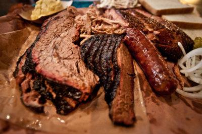 ¿Cuánto tiempo estarías dispuesto a esperar por una buena carne? Un niño de Texas hará la cola por ti