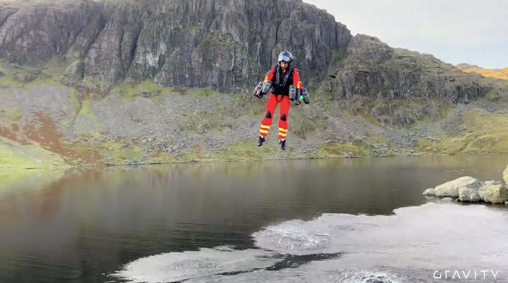 Paramédicos en jetpack: en Reino Unido están probando esta alternativa para las operaciones de rescate