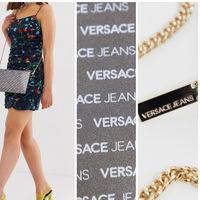 En ASOS tenemos este bolso baldolera de Versace Jeans por 68,49 euros y envío gratis