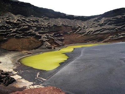 El lago verde en El Golfo de Lanzarote