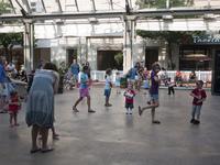 ¿Cómo evitar el sedentarismo en la infancia? ¿más horas de deporte en la escuela o más oportunidades para moverse?