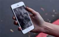 Solo uno de cada dos usuarios de smartphones los tiene intactos