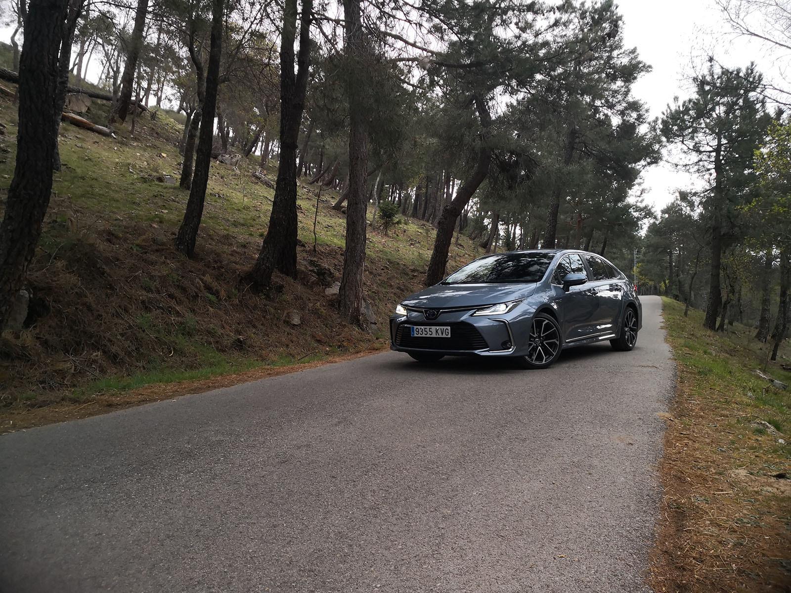 Foto de Toyota Corolla Sedán - Fotos exteriores (1/19)