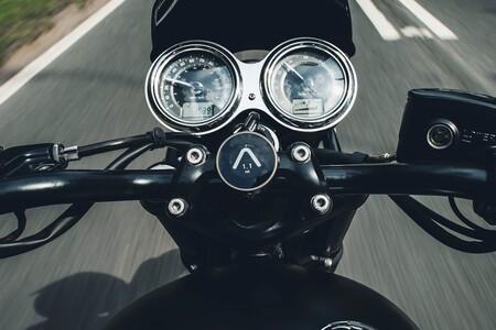 El Triumph Beeline es un GPS minimalista perfecto para viajar en las motos retro de Hinckley, por 235,95 euros
