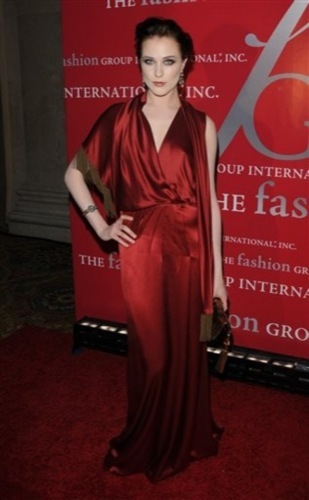 El estilo de Evan Rachel Wood, Gucci rojo