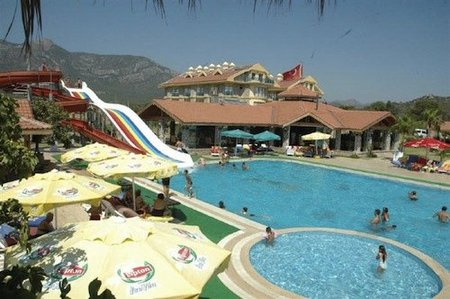 Abre el primer hotel nudista en Turquía