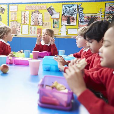 El uso del tupper en los comedores escolares, ¿debería permitirse en todos los colegios?