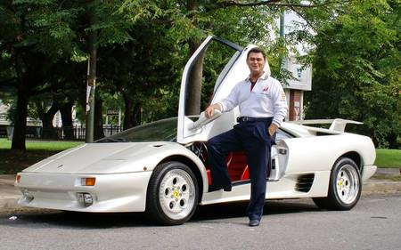 Joan Ferci junto a su Lamborghini Diablo