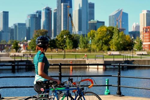 Ciclismo en verano: precauciones y consejos antes de salir con la bici