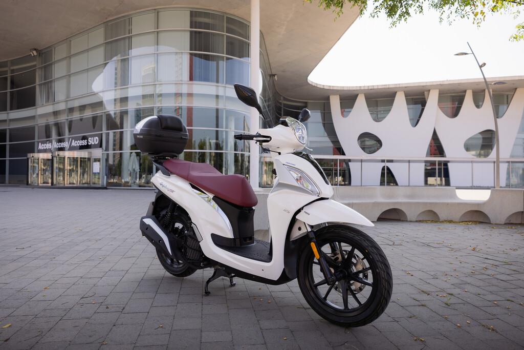 Sym Symphony ST 125 LC: un scooter preparado para la Euro 5 con top case de serie, ABS y casi 13 CV, por 2.999 euros