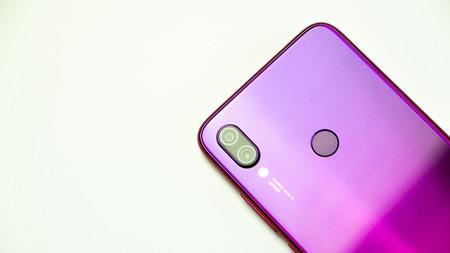 Por qué todos los móviles con lector de huellas en pantalla usan paneles OLED (de momento)