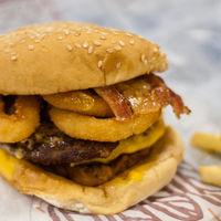 Quizá hay algo igual de malo para tu estómago que la comida basura: el estrés
