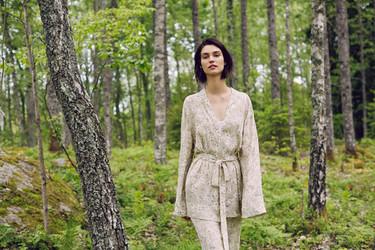 La intimidad de Oysho visita a la naturaleza por el otoño