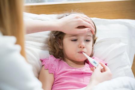 Cómo tomar correctamente la temperatura del bebé o el niño para saber si tiene fiebre