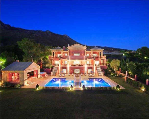 Villa de lujo en espa a entre marbella y puerto ban s en for Mansiones de lujo en madrid