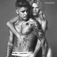 La crisis era esto: Justin Bieber como chulazo de Lara Stone en Calvin Klein Jeans