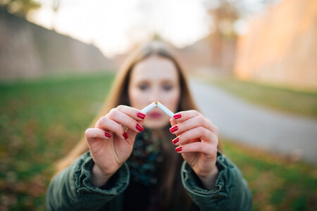 Dejar de fumar no solo beneficia a tu cuerpo: así impacta en tu salud mental