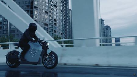 ¡Impresionante! La Davinci DC100 es una moto eléctrica china con conducción autónoma y 137 CV, por 26.000 euros