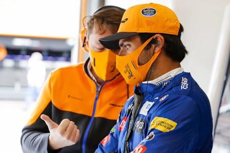 La pregunta que todos se hacen en la Fórmula 1: ¿Se ha equivocado Carlos Sainz cambiando McLaren por Ferrari?