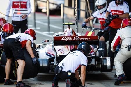 """Fernando Alonso advierte y con razón de que """"hay tres (equipos) Ferrari en pista"""""""