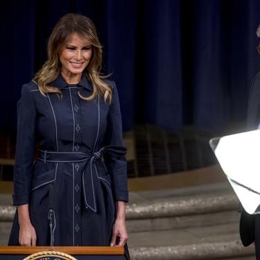 Melania Trump también recicla looks y este abrigo vestido Herve Pierre es tan divino que merece la pena hacerlo