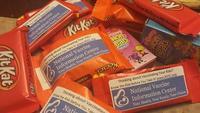 La última de los anti-vacunas: poner publicidad en los caramelos para Halloween
