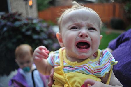 Dos minutos ignorando a tu bebé de seis meses son suficientes para estresarle